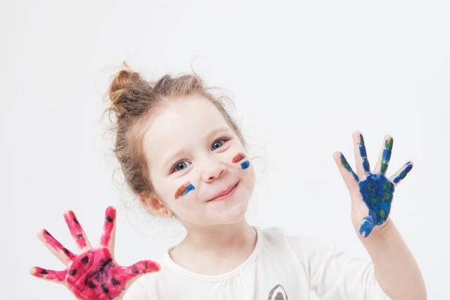 【子育て家庭必見】廃材を使って家の中でも楽しめる遊び3選